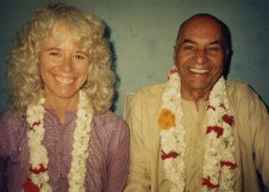 Gangaji lineage Papaji beside her with garlands